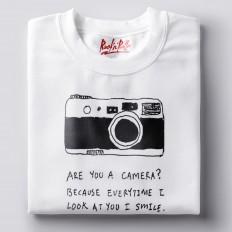Камера с надписью